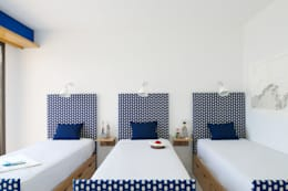 Maison Blanche: Chambre d'enfant de style de style Méditerranéen par nesso