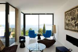 Maison Blanche: Salon de style de style Méditerranéen par nesso