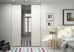 Porte de placard sur-mesure solo avec miroir - Ivroire Griffé: Fenêtres & Portes de style de style Scandinave par Centimetre.com