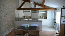 Coté cuisine: Cuisine de style de style Moderne par AGENCE D'ARCHITECTURE BRAYER-HUGON