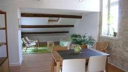 Coté salon: Salon de style de style Moderne par AGENCE D'ARCHITECTURE BRAYER-HUGON