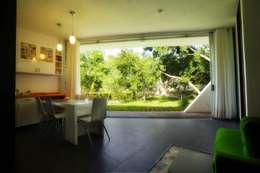 Comedores de estilo moderno por sanzpont [arquitectura]