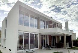 CASA HARAS SANTA MARIA: Casas de estilo moderno por Estudio Arqt
