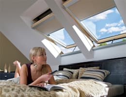 Fakro Pivot Çatı Pencereleri – Fakro Kumandalı Çatı Penceresi: rustik tarz tarz Pencere & Kapılar