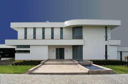 Rezydencja : styl minimalistyczne, w kategorii Domy zaprojektowany przez MAŁECCY biuro projektowe