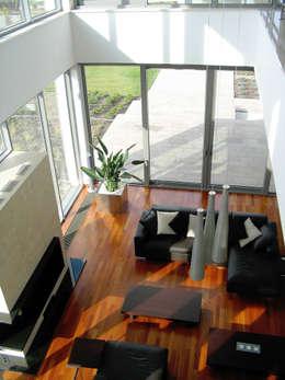 Rezydencja : styl , w kategorii Salon zaprojektowany przez MAŁECCY biuro projektowe