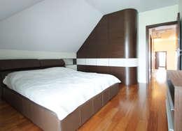 Dormitorios de estilo  por ArtDecoprojekt