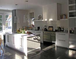 eetkeuken: moderne Keuken door Snellen Architectenbureau