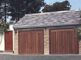 Garage / Hangar de style de style Rustique par The Garage Door Centre Limited