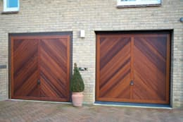 Garage / Hangar de style de style Scandinave par The Garage Door Centre Limited