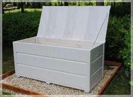 Skrzynia, kufer, ławka na taras lub balkon: styl , w kategorii Ogród zaprojektowany przez MT WoOD