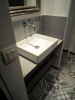 Plan vasque sur mesure : Salle de bains de style  par Sara Camus Bouanha Architecture Interieure