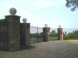 Casas de estilo ecléctico por AGD Systems