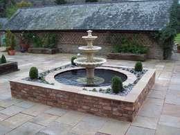 Jardines de estilo clásico por Unique Landscapes