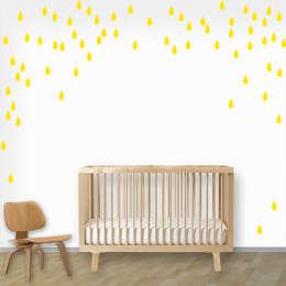 Muurstickers babykamer en kinderkamer: minimalistische Kinderkamer door decodeco.nl
