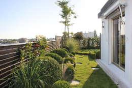 Un Jardin suspendu: Terrasse de style  par FIORELLINO paysagiste