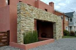 CASA M BARRIO SAUSALITO - PILAR - BUENOS AIRES - ARGENTINA: Casas de estilo colonial por Desarrollos Proyecta