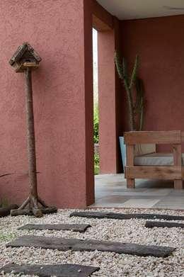 Casas de estilo colonial por Desarrollos Proyecta
