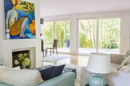 Maison Broilliard: Salon de style de style Moderne par lara stancich interior design