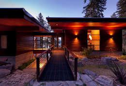 modern Houses by Uptic Studios