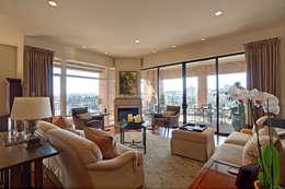 classic Living room by Uptic Studios