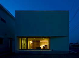 moderne Huizen door 浦瀬建築設計事務所