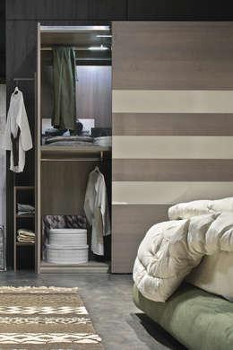 Nos dressings: Dressing de style de style Moderne par Le Dressing
