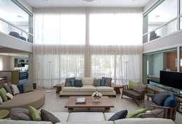 Cariló: Comedores de estilo moderno por Estudio Sespede Arquitectos