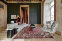 غرفة المعيشة تنفيذ Spaceroom - Interior Design