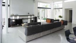 modern Media room by de Jauregui Salas arquitectos