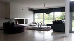 Casa YD - Estancia Abril: Estudios y oficinas de estilo moderno por de Jauregui Salas arquitectos