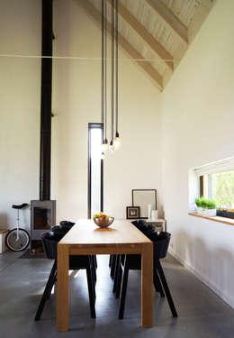 Dom jednorodzinny: styl industrialne, w kategorii Domy zaprojektowany przez Grid Architekci