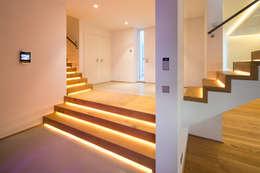 Corridor & hallway by schulz.rooms