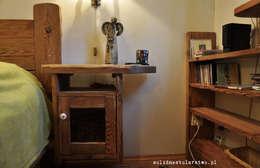 Stolik nocny drewniany z ozdobnym aniołkiem również drewnianym: styl , w kategorii Sypialnia zaprojektowany przez Zakład Stolarski Robert Latawiec