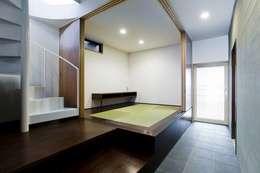 modern Media room by 太田則宏建築事務所