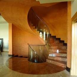 Pasillos y recibidores de estilo  por DELSO ARQUITECTOS