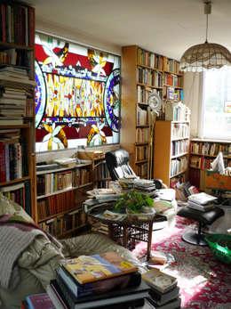 """vitrail au plomb et """"tiffany"""" assemblés pour une bibliothèque: Fenêtres & Portes de style de style eclectique par Catherine Nafziger - Atelier Kats Vitrail"""