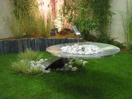 Jardines de estilo moderno por AMB