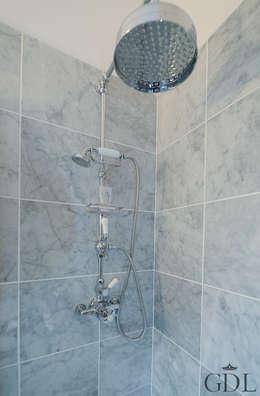 Baños de estilo  por Grand Design London Ltd