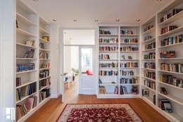 Bibliotheek: klasieke Mediakamer door Studio D11