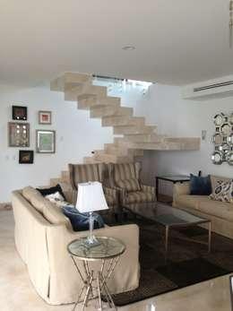 casa 12: Pasillos y recibidores de estilo  por Hussein Garzon arquitectura