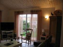 Salas de estilo clásico por Uniq intérieurs
