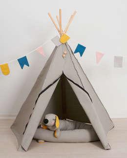 Stoere jongenskamer van Roommate: scandinavische Kinderkamer door Felientje