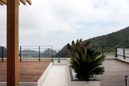 Villas R05: Terrasse de style  par 2&1