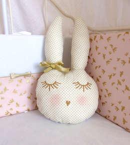 Gisèle la lapine trop belle: Chambre d'enfants de style  par Crapaud Chou