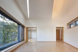 The Curving House: JOHO Architecture의  거실