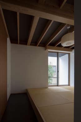 Projekty,  Sypialnia zaprojektowane przez TRANSTYLE architects