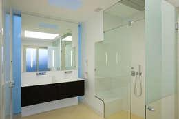 Banheiros modernos por Alibaz Inversiones