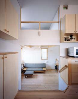 Hidamariハウス: しまだ設計室が手掛けたリビングです。