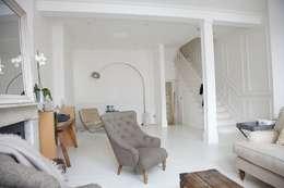 modern Living room by Oakman